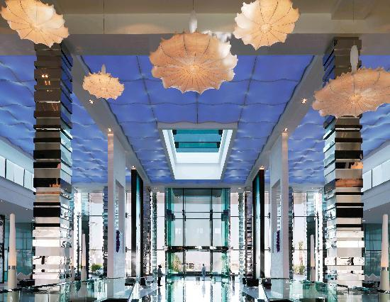 Fairmont Bab Al Bahr: The Lobby