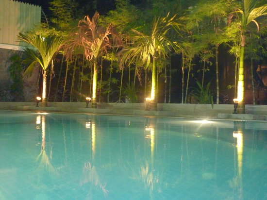 Eureka Villas Phnom Penh: Eureka Villa Pool at Night