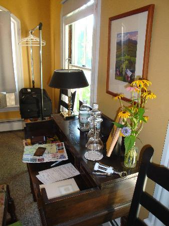 Ardmore Inn: The nice interiors of Kerrigan's room