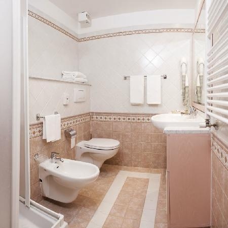 Hotel Cristallo: bagno - toilette