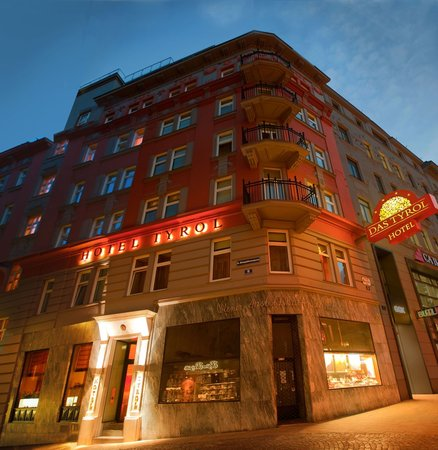 Small luxury hotel das tyrol vienna austria hotel for Luxury hotels austria