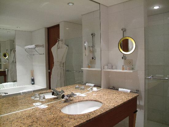 Beau-Rivage Hotel : bathroom