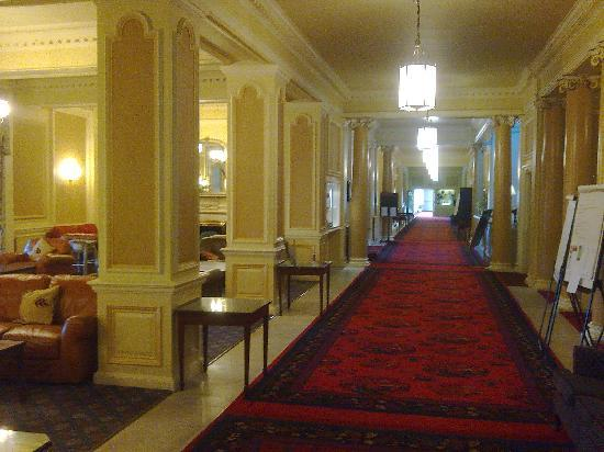 Peebles, UK: Lounge and main hallway