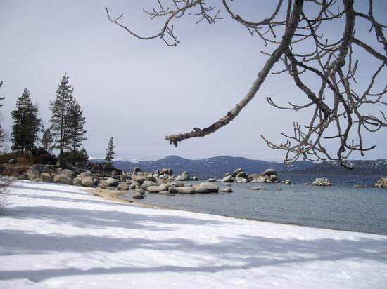 South Lake Tahoe, Californië: Snow on Tahoe Beach