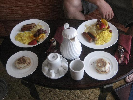 Crowne Plaza Albuquerque: Complimentary Breakfast
