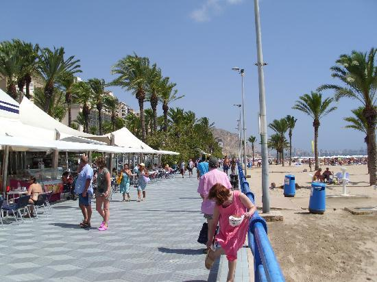 Alicante, Spanien: Strandpromenade