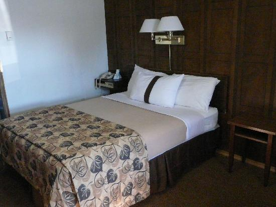 Canadas Best Value Inn: La cama