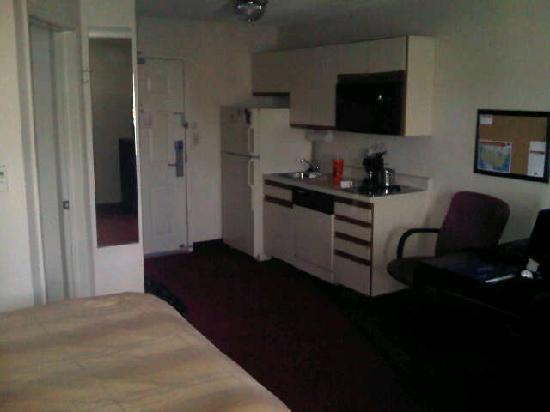 Candlewood Suites Detroit - Troy: Small kitchen in sutdio room