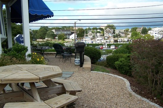 Cape Cod Harbor House Inn: Patio and view