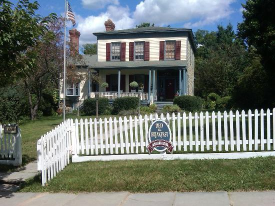 Borland House Bed and Breakfast: Gorgeous, inside and out!