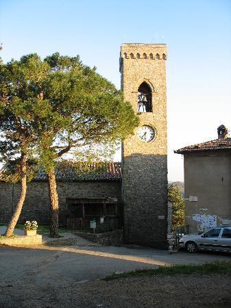 Castello di Montegiove: The church in Montegiove