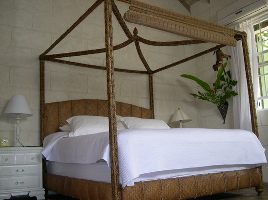 Sweetfield Manor Historic Bed & Breakfast: Sleep in island comfort....