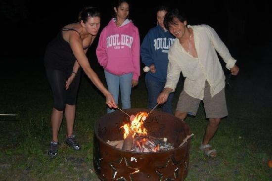‪‪Inn At The Ridge‬: Bonn Fire and S'mores‬