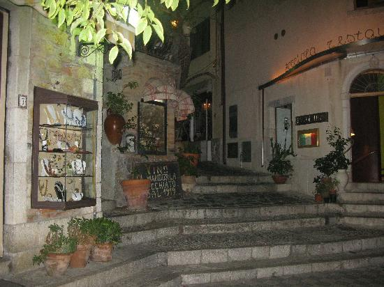 Hotel Villa Sonia: The streets of Castelmola