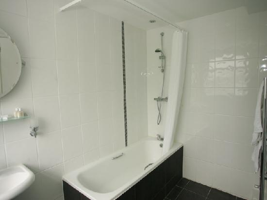 Countryman&#39;s Inn, Hunton: New Ensuite bathroom and Power Shower