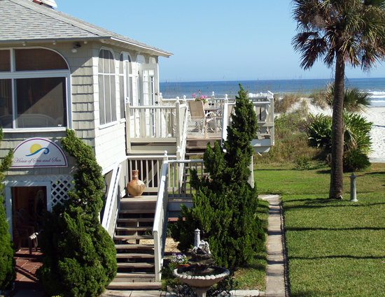 House of Sea and Sun: Oceanfront bed and breakfast