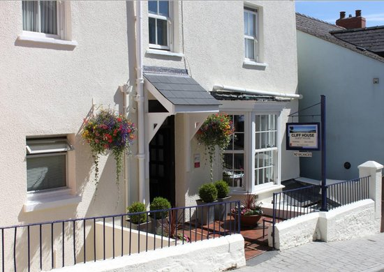 Saundersfoot, UK: Cliff House Guest House Entrance