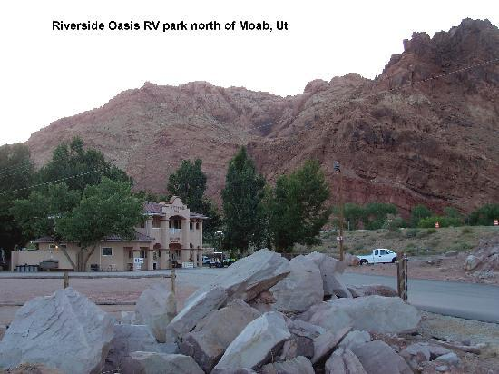 Riverside Oasis Campground & RV Park: Riverside Oasis entrance building