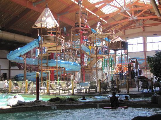 Fort Rapids Indoor Waterpark Resort: Many water activities for all ages