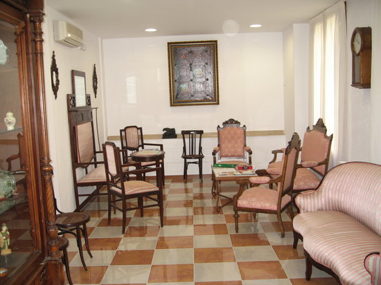 Hotel Don Paula: SALON