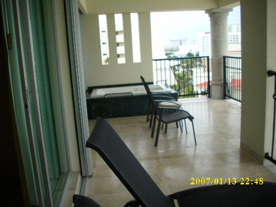 Pic of the balcony in the presidential suite picture of for Pic of balcony