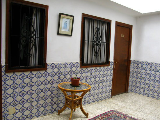 The Hostal del Pilar: Patio 1er étage