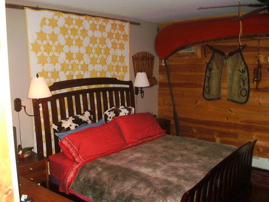 WhistleWood Farm Bed and Breakfast: our comfy cozy bed
