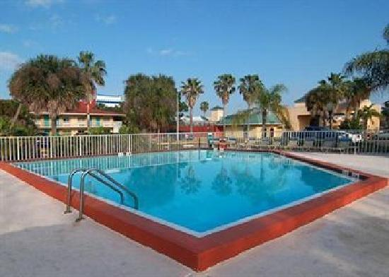 Quality Inn & Suites Eastgate: Pool