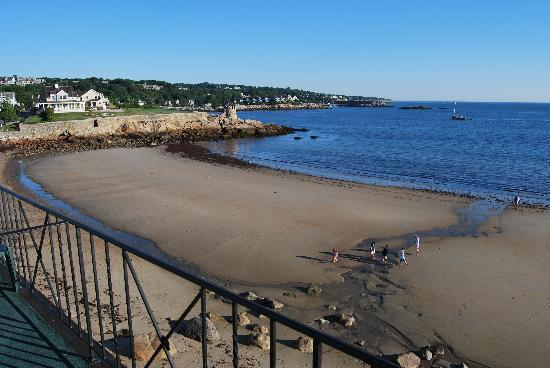 Rockport, MA: La plage vue de notre balcon