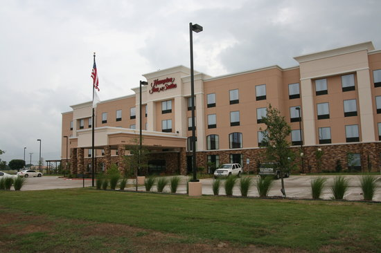Hampton Inn &amp; Suites Fort Worth / Forest Hills: Exterior of Hotel