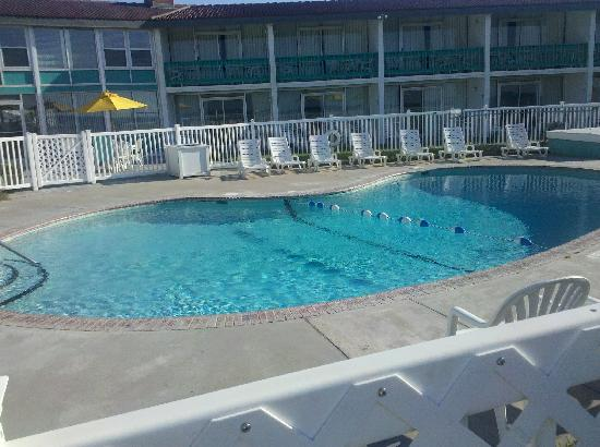 Seahawk Inn & Villas: Another pool picture
