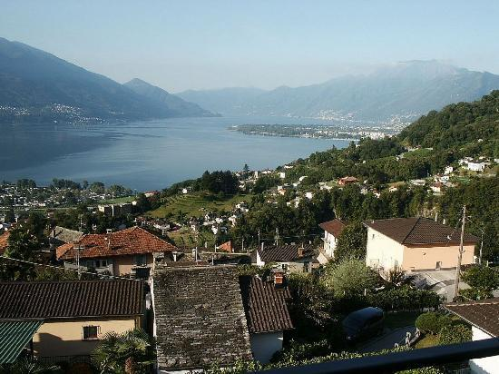 Locarno, İsviçre: view on to the Lago Maggiore