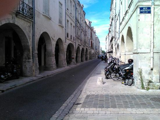 La Rochelle, Francia: Arkaden einkaufsstrassen