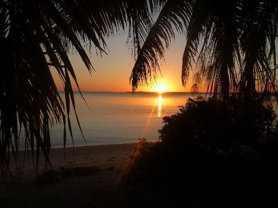 Gina&#39;s Akaiami Beach Lodge: Sunset
