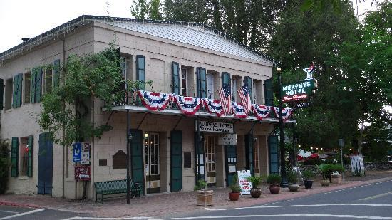 The Murphys Historic Hotel: Front of Inn