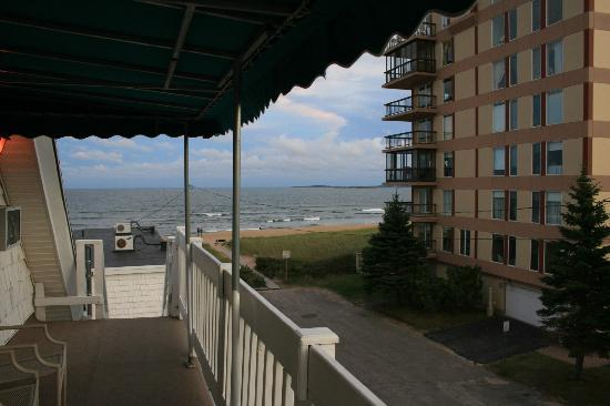 "Sea Cliff House Motel: the ""private"" deck"