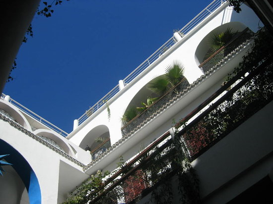 Riad Chouia Chouia: le ciel un jour de grand bleu sur le patio