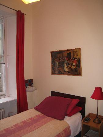 Braveheart City Centre Guest House Edinburgh: Single Bedroom - shared bathroom