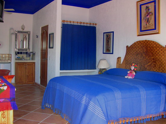 Hacienda Paraiso de La Paz: María Bonita Room. All our rooms have A/C, Fan, Refrigerator, Personal Security Safe, Alarm cloc