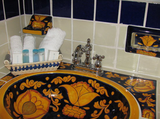 Hacienda Paraiso de La Paz: All our bathrooms have hand painted sinks, toilets, and accessories in gorgeous Mexican folk art