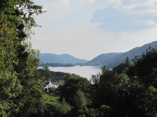 Merewood Country House Hotel: View down the lake