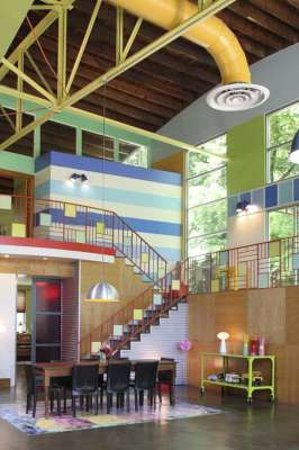 Urban Oasis Bed and Breakfast: Unusual Loft