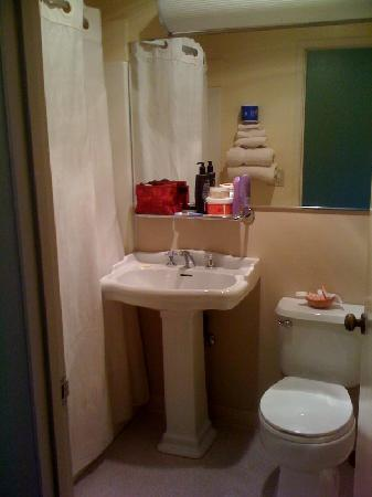 Keefer's Inn: Bathroom