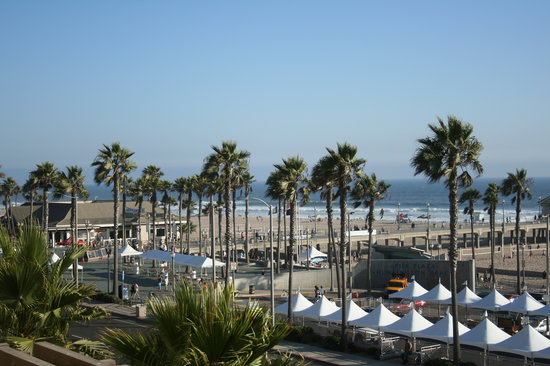 Huntington Beach, CA: oceanside view