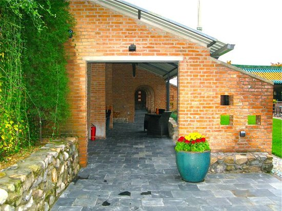 Brickyard Eco Retreat at Mutianyu Great Wall: The entrance of The Brickyard Inn
