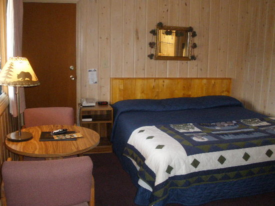 Black Bear Lodge: Master Bedroom