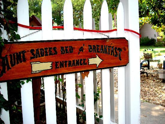 Aunt Sadie's Bed and Breakfast: Welcome to Aunt Sadie's :-)
