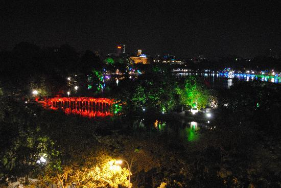 Night view of hoen kiem lake picture of hanoi charming for Charming hotels of the world