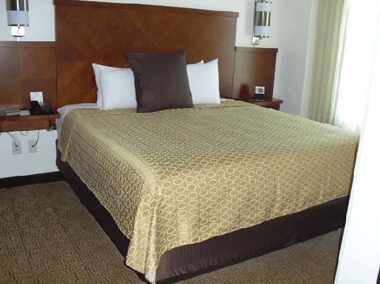 Hyatt Place Mohegan Sun: King size bed