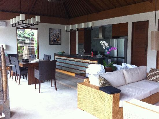 The Akasha Villas: Lovely livingroom/kitchen